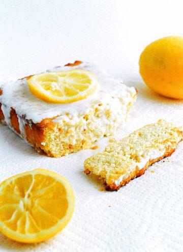 Low Carb Lemon Cake - Moist, tangy and healthy lemon cake.