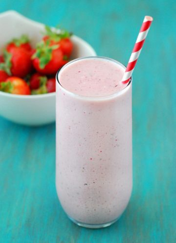 Low Carb Strawberry Cheesecake Smoothie - This healthy smoothie is absolutely delicious, decadent and comes in at about 18 grams of protein (no powder needed).